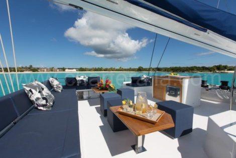 Flybridge catamaran exterior victoria 67 em Formentera