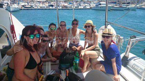 Foto de grupo na area traseira do catamara