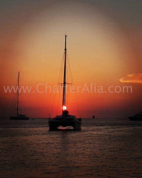 O por do sol no catamara charter em Ibiza sao maravilhosos