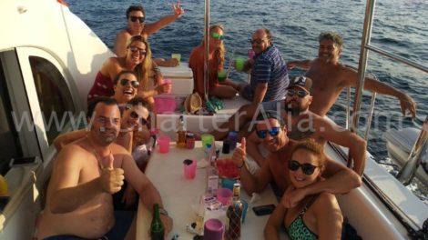 O terraco traseiro do catamara Lagoon 380 2019 tem muito espaco para todos os nossos passageiros