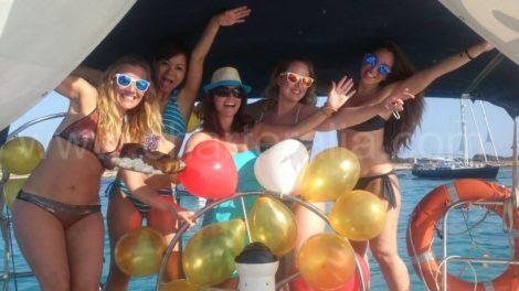 celebracao de aniversario em um barco a vela ibiza