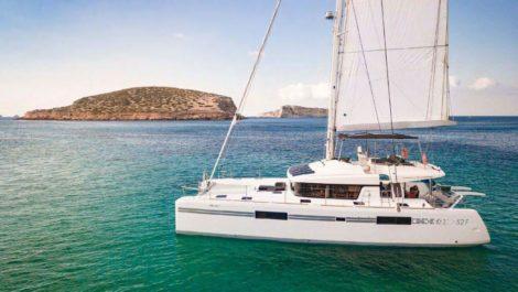 Aluguel de catamara Lagoon de Ibiza 52 Cala Conta