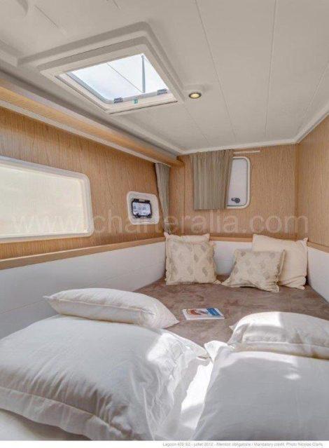 Uma das duas cabines duplas no catamara Lagoon 400