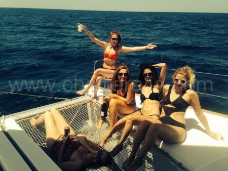 арендовать яхту на Ибице с девочками