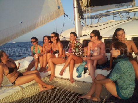 Вечеринка на лодке с девушками