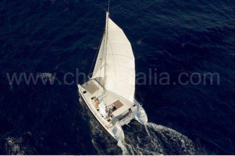 Вид с воздуха на лодке в аренду на Ибице
