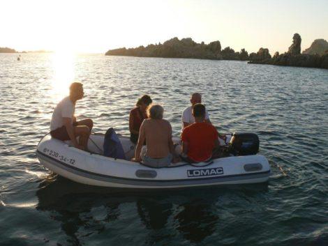 Лодка на восемь человек