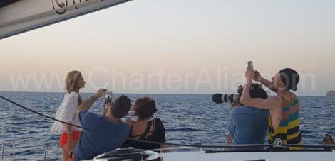 Пэрис Хилтон на катамаране Lagoon 400 CharterAlia