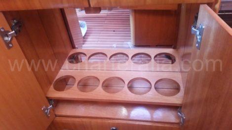 Стоика для бутылок на паруснои лодке в аренду на Ибице