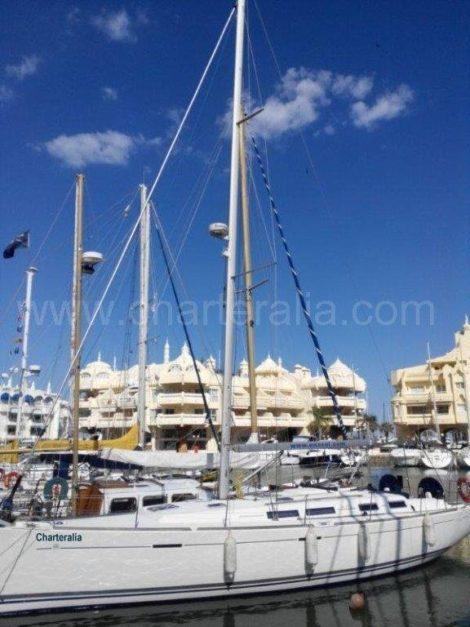 парусная лодка в Бенальмадена зимнии порт