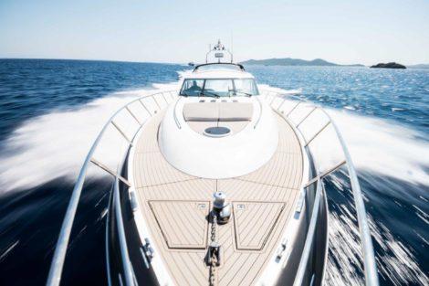 PRINCESS V65 аренда лодок на верхней палубе Ибица