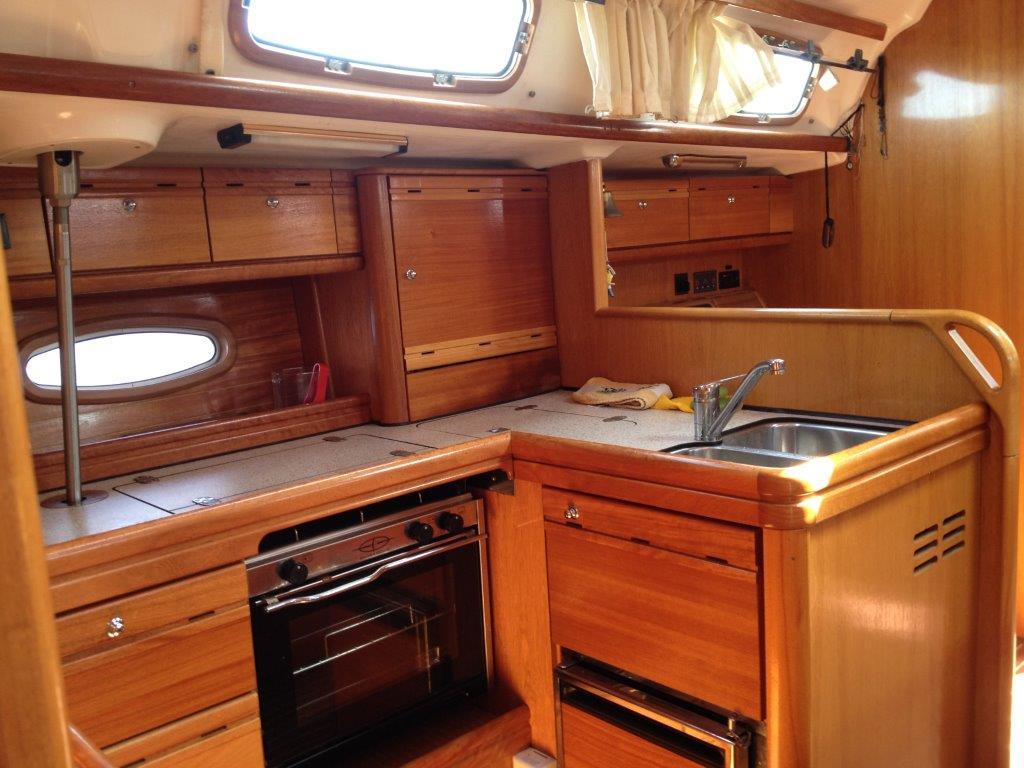 Alquiler barcos ibiza baratos velero bavaria 50 10 pax for Cocinas para barcos