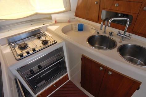 Cocina catamaran Fountaine Pajot 43