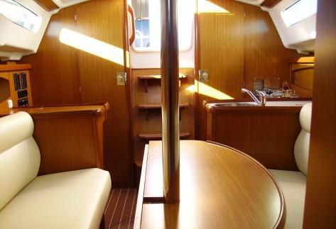 interior velero sun odyssey ibiza