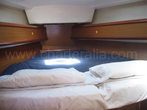 Cabina de proa embarcacion charter patron Ibiza