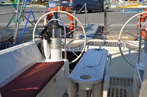 Ruedas de gobierno barco de charter Beneteau