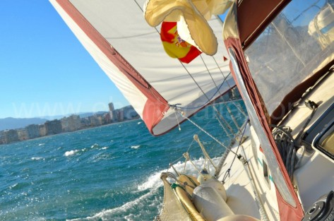 Velero navegando Ibiza Formentera ceñida