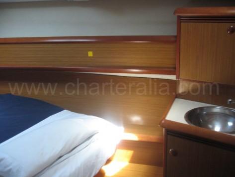 camarote con lavabo charter barco Ibiza