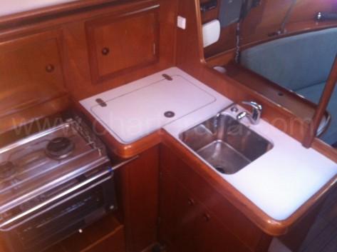 cocina barco alquiler Ibiza Oceanis 311 Formentera