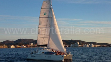catamaran Lagoon 380 en Ibiza