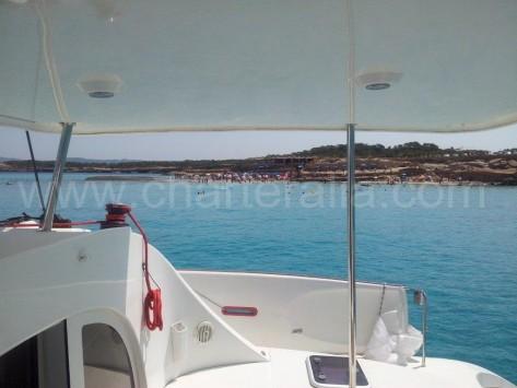 Vistas de cala Conta Ibiza desde el barco