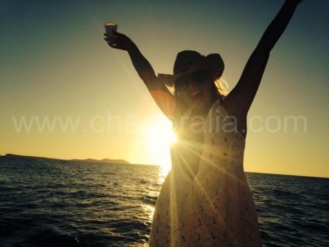 celebracion puesta de sol en san antonio en barco