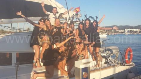 despedida de soltera tematica en barco en baleares