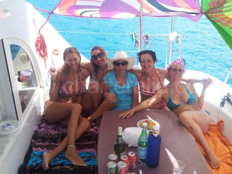 fiesta flower power en el barco