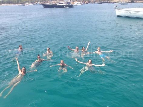 baño desde el barco de alquiler en Ibiza calabassa