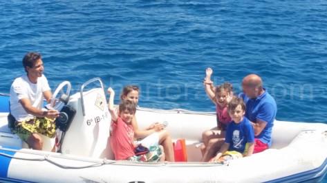 las familias son bienvenidas a bordo de nuestra embarcacion de alquiler en ibiza