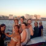 navegando frente a cafe del mar para la puesta de sol mas famosa de ibiza