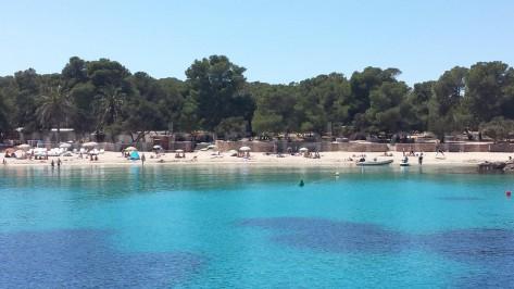playa de calabassa muy cerca de san antonio
