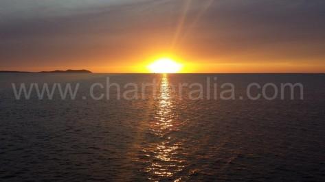 puesta de sol con nubes desde el oeste de ibiza