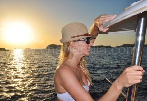 Puesta de sol en Ibiza isla Conejera