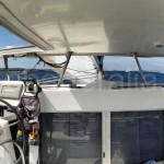 puesto de gobierno del catamaran de charteralia en ibiza