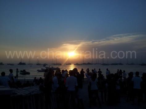 Preciosa puesta de sol desde el Beso Beach en Formentera