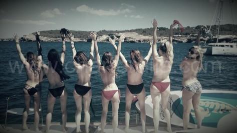 topless despedida soltera Ibiza en velero alquiler