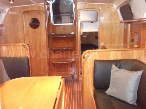 Salón barco de vela Bavaria 37 charteralia