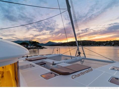 Atardecer en Ibiza en Lagoon catamaran