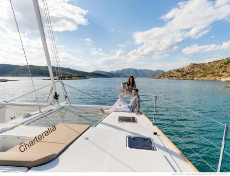 Proa del catamaran de Ibiza Lagon 560