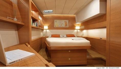 cama doble con espacio lateral en barco