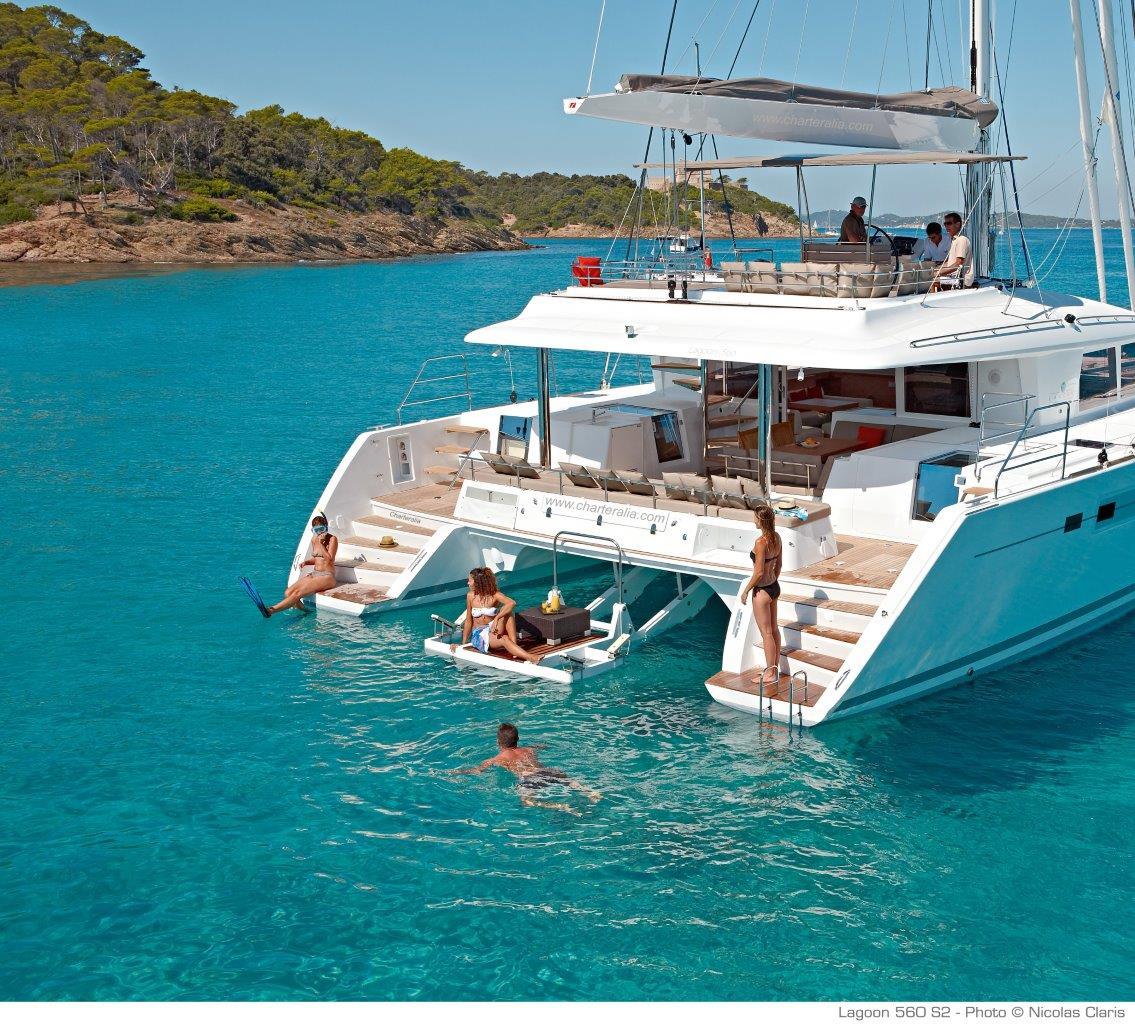 Cabinas De Baño De Lujo:La plataforma de subida y bajada de la embarcación auxiliar se puede