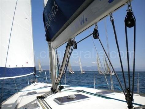 navegando a vela en ibiza con velero de alquiler con patron