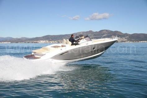 La lancha de alquiler key largo planeando en Ibiza