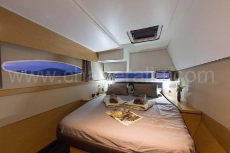 Cabina doble de popa Helia 44 catamaran Ibiza