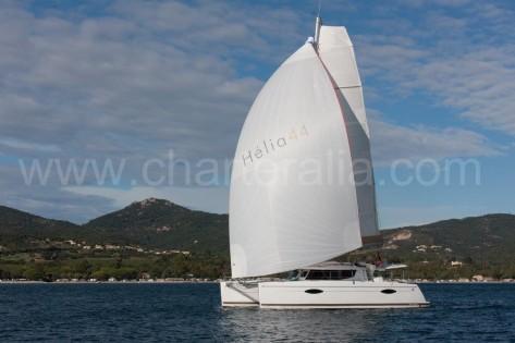 Catamaran Helia 44 navegando al sur de ibiza