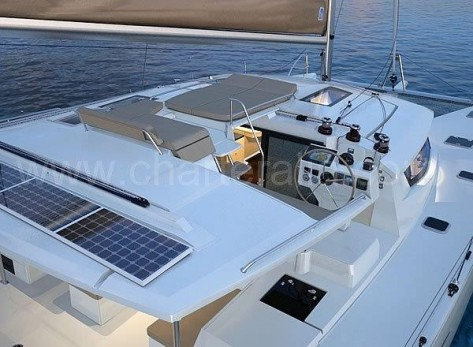 Cubierta superior catamaran en Ibiza