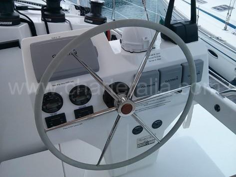 Rueda de timon del barco de alquiler en ibiza nuevo de 2015