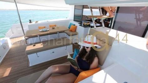 Terraza de popa catamaran de alquiler en Ibiza Helia 44