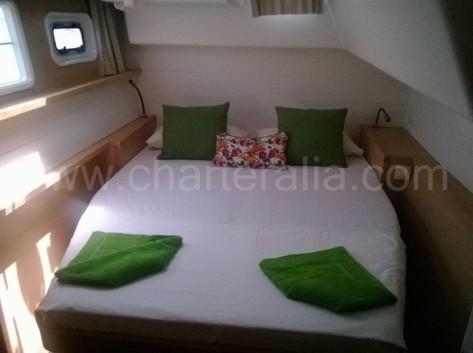 Cabina cama doble catamaran de charter Lagoon 450